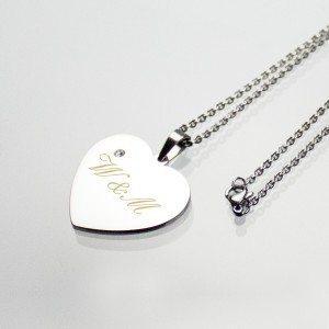 Pendentif coeur en argent muni d'une pierre avec chaîne