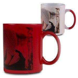 Tasse magique rouge personnalisée